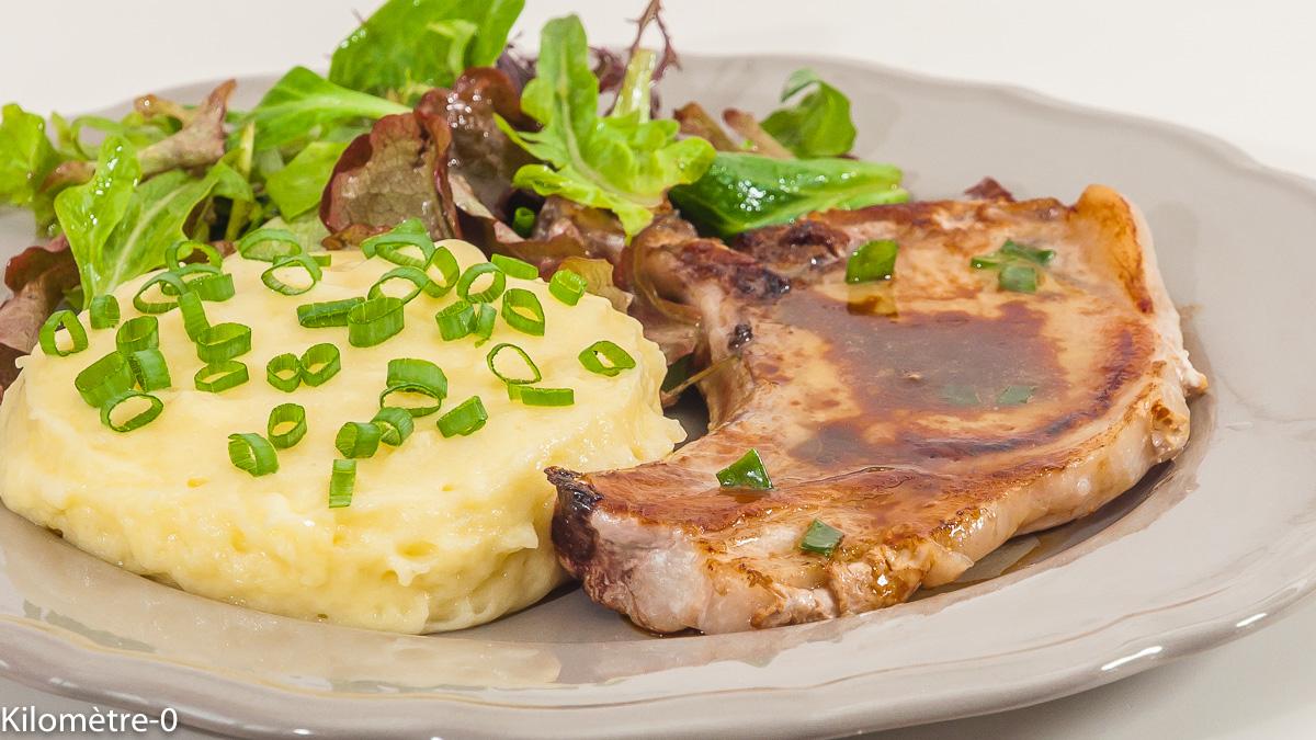 Photo de recette de côte de porc facile, purée maison, rapide de Kilomètre-0, blog de cuisine réalisée à partir de produits de saison et issus de circuits courts