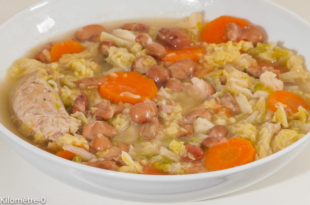 Photo de recette de soupe au chou, saucisses, hiver, plat d'hiver, bio, haricots blancs de  Kilomètre-0, blog de cuisine réalisée à partir de produits de saison et issus de circuits courts