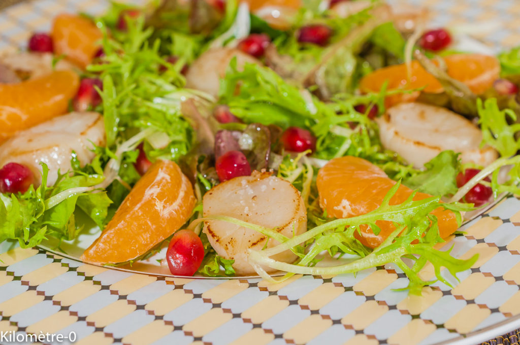 Photo de recette de salade de saint jacques, clémentine, fruits, grenade, mesclun, léger, healthy, Kilomètre-0, blog de cuisine réalisée à partir de produits de saison et issus de circuits courts