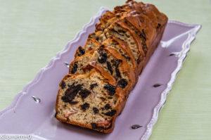 Image , photo de recette de cake de Sophie Dudemaine de Cake lardé aux pruneaux, facile, rapide, maison de Kilomètre-0