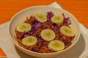 Photo de recette de salade chou rouge carottes bananes de Kilomètre-0, blog de cuisine réalisée à partir de produits locaux et issus de circuits courts