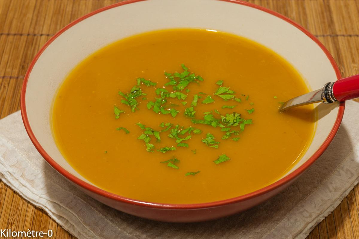 Photo de recette de soupe facile, potage, velouté, légumes, hiver, automne de potimarron de Kilomètre-0, blog de cuisine réalisée à partir de produits locaux et issus de circuits courts