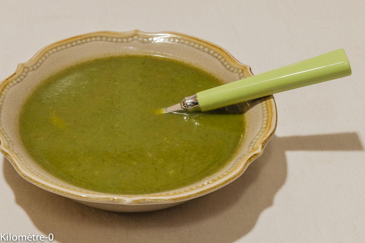 Photo de recette de soupe, velouté, potage, bio, léger, facile, rapide de mache de Kilomètre-0, blog de cuisine réalisée à partir de produits locaux et issus de circuits courts