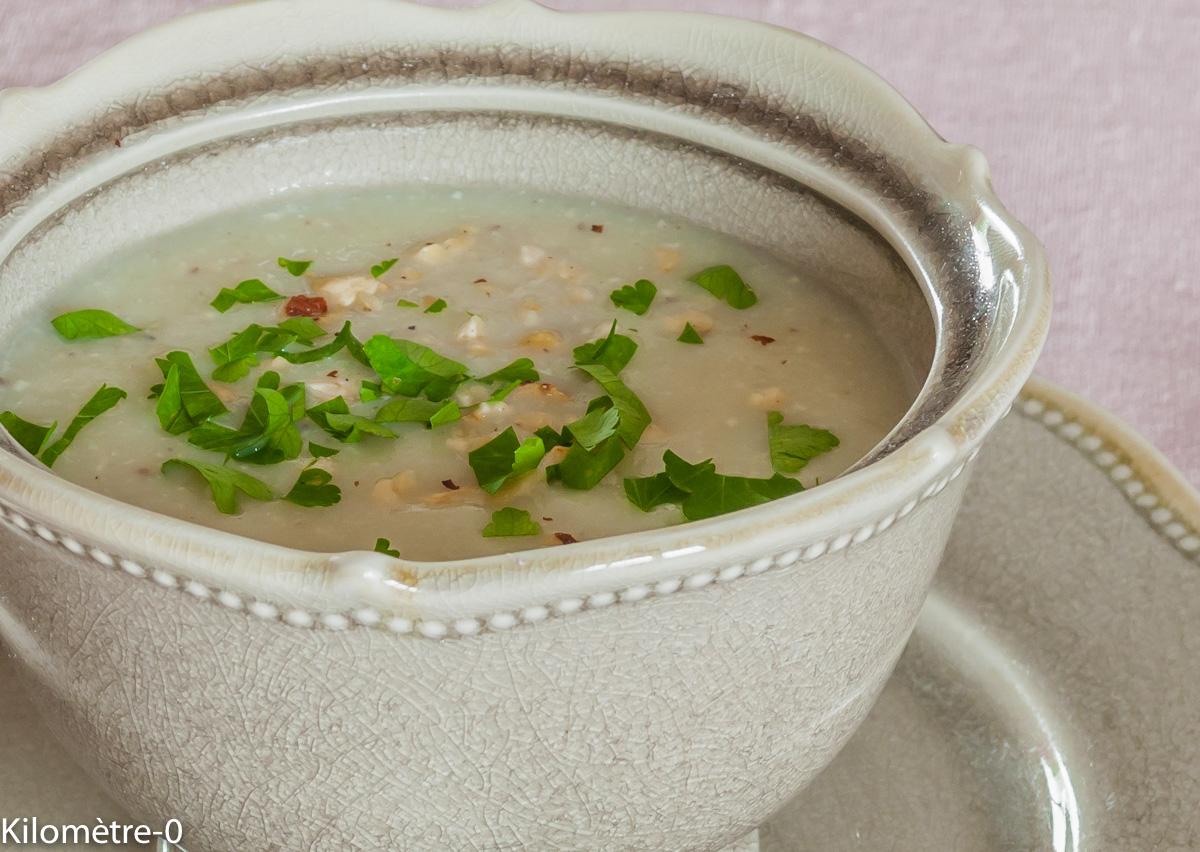 Photo de recette de soupe de topinambour noisettes de Kilomètre-0, blog de cuisine réalisée à partir de produits locaux et issus de circuits courts