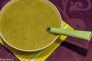 Photo de recette de soupe brocolis roquefort de Kilomètre-0, blog de cuisine réalisée à partir de produits locaux et issus de circuits courts