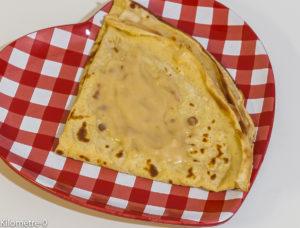 Photo de recette facile de crêpe au caramel et beurre salé de Kilomètre-0, blog de cuisine réalisée à partir de produits locaux et issus de circuits courts