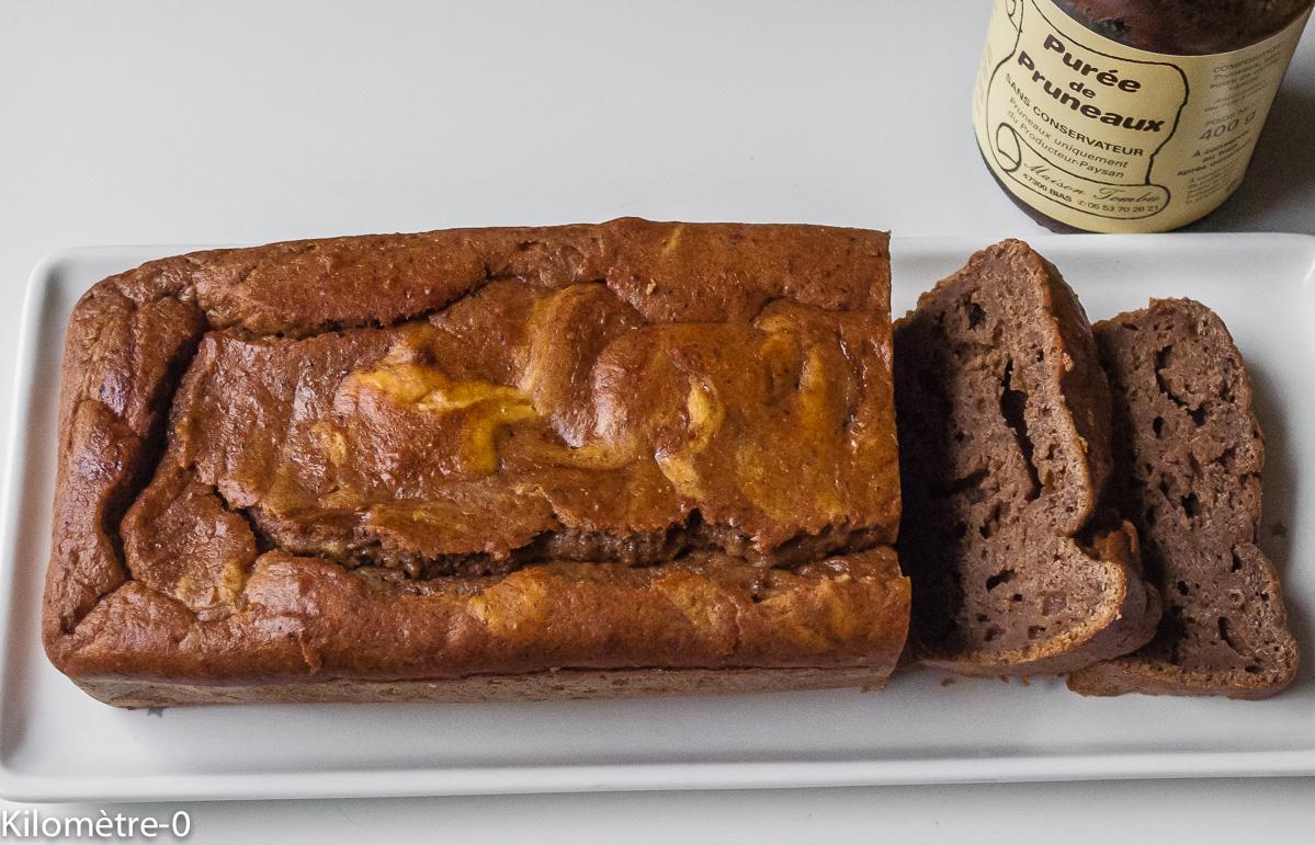 Photo de recette de gâteau à la crème de pruneaux de Kilomètre-0, blog de cuisine réalisée à partir de produits locaux et issus de circuits courts