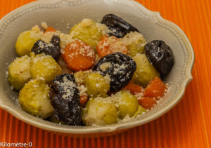 Photo de recette de poelee choux de Bruxelles aux carottes et pruneaux de Kilomètre-0, blog de cuisine réalisée à partir de produits locaux et issus de circuits courts