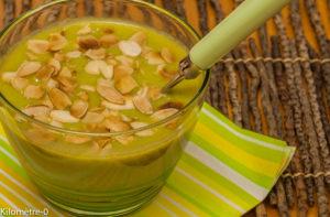 Photo de recette de soupe brocolis amandes de Kilomètre-0, blog de cuisine réalisée à partir de produits locaux et issus de circuits courts