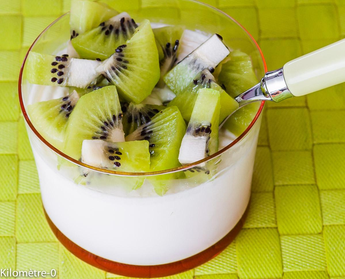 Photo de recette de panna cotta aux kiwis de  Kilomètre-0, blog de cuisine réalisée à partir de produits locaux et issus de circuits courts