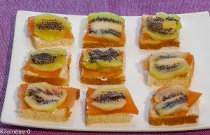 Photo de recette d'apéro toast truite kiwi de  Kilomètre-0, blog de cuisine réalisée à partir de produits locaux et issus de circuits courts