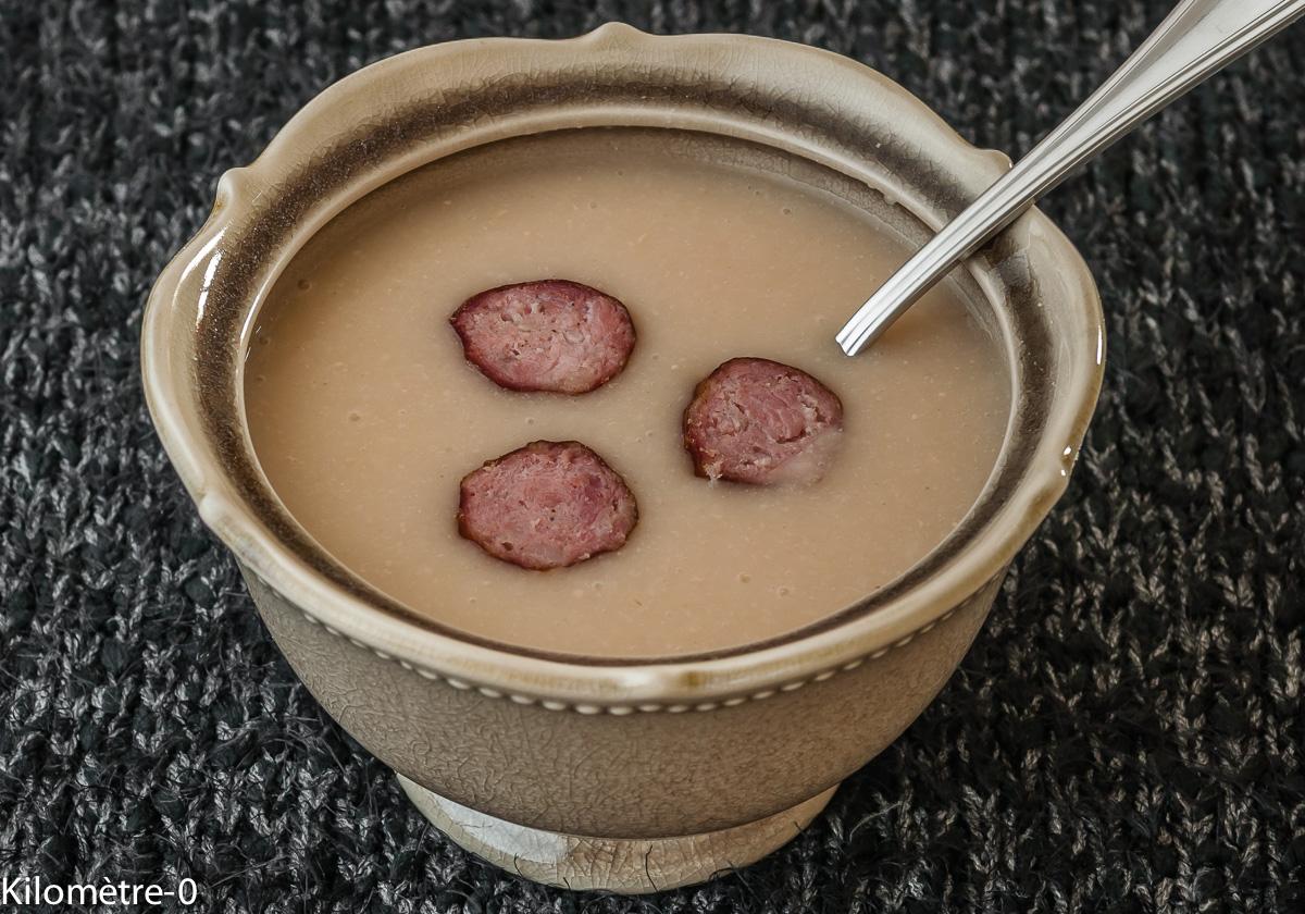 Photo de recette de soupe facile, hiver, haricots blancs saucisses fumées de Kilomètre-0, blog de cuisine réalisée à partir de produits locaux et issus de circuits courts