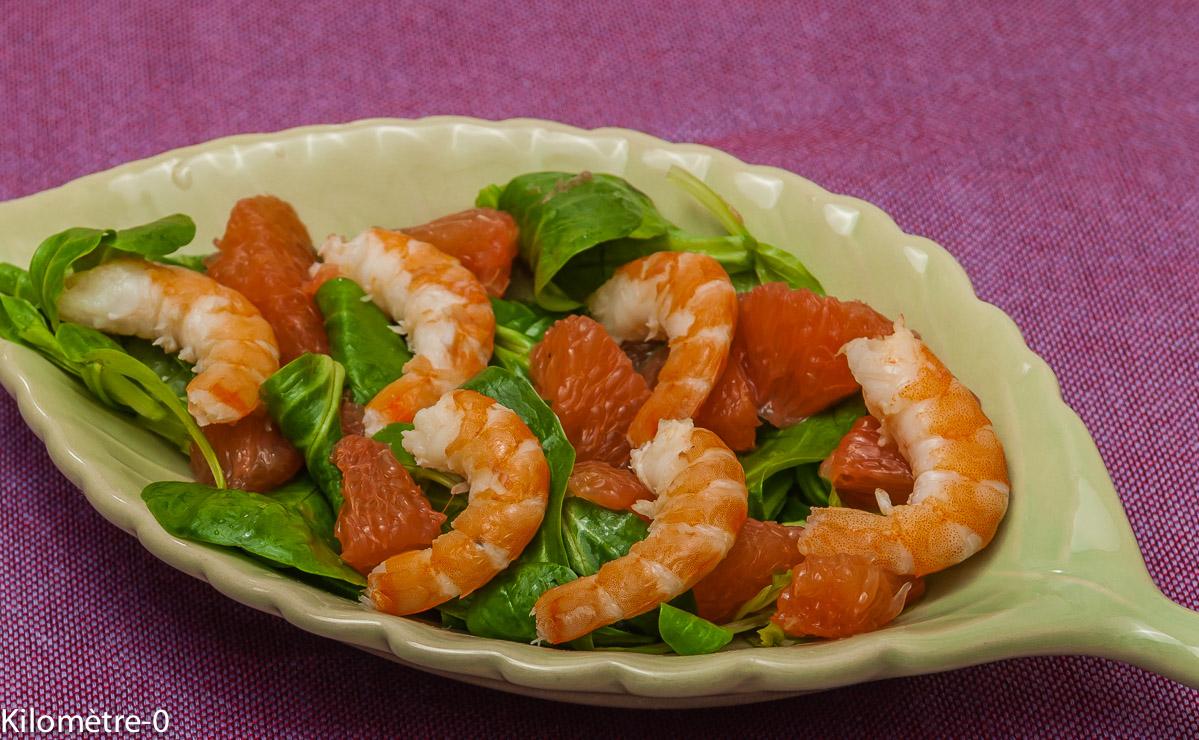 Photo de recette de salade de mache crevette pomelo de Kilomètre-0, blog de cuisine réalisée à partir de produits locaux et issus de circuits courts