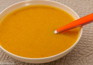 Photo de recette facile, rapide, légère, bio de soupe potimarron carottes de Kilomètre-0, blog de cuisine réalisée à partir de produits locaux et issus de circuits courts