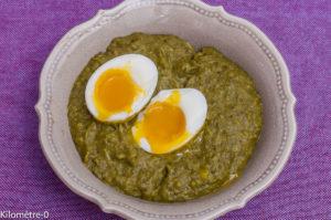 Photo de recette de choux verts aux oeufs mollets de Kilomètre-0, blog de cuisine réalisée à partir de produits locaux et issus de circuits courts