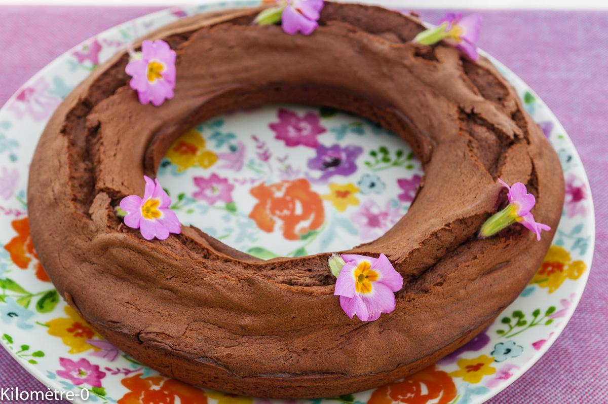 Photo de recette de gâteau couronne chocolat primevères fleur deKilomètre-0, blog de cuisine réalisée à partir de produits locaux et issus de circuits courts