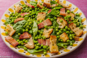 Photo de recette  facile, rapide, légère de salade épinard, lard fumé et petits pois de Kilomètre-0, blog de cuisine réalisée à partir de produits locaux et issus de circuits courts
