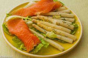 Photo de recette de salade asperges et saumon fumé de Kilomètre-0, blog de cuisine réalisée à partir de produits locaux et issus de circuits courts