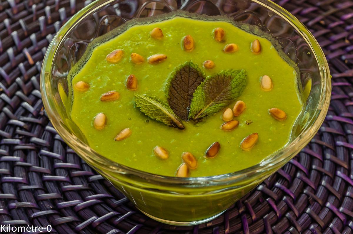 Photo de recette facile, rapoide, bio de soupe de petits pois de Kilomètre-0, blog de cuisine réalisée à partir de produits locaux et issus de circuits courts