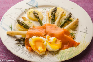 Photo de recette facile, rapide, healthy, de salade pommes de terre, aperges, saumon fumé de Kilomètre-0, blog de cuisine réalisée à partir de produits locaux et issus de circuits courts