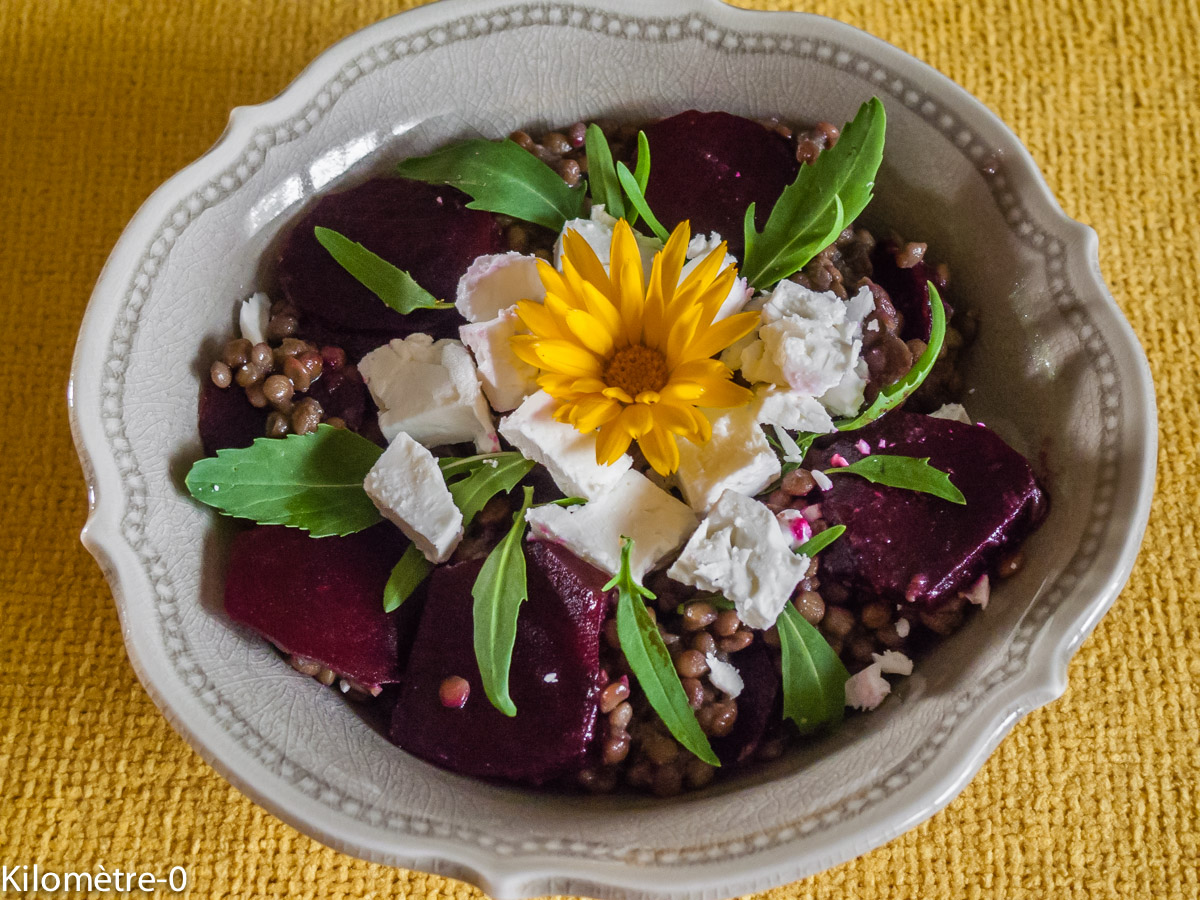 Photo de recette légère, facile, rapide, healthy, végétarien de salade lentilles betterave fêta de Kilomètre-0, blog de cuisine réalisée à partir de produits locaux et issus de circuits courts