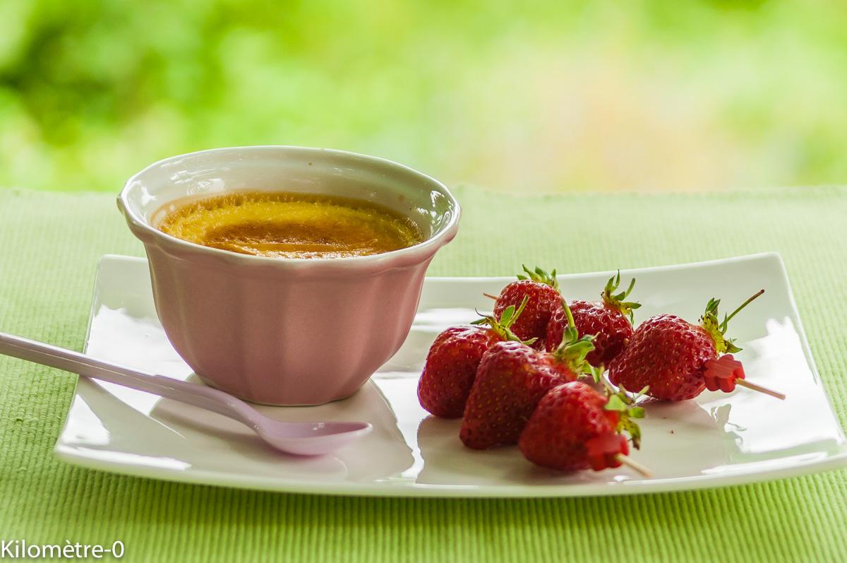 Photo de recette facile, rapide, légère, bio de crème vanille brochettes de fraises de Kilomètre-0, blog de cuisine réalisée à partir de produits locaux et issus de circuits courts