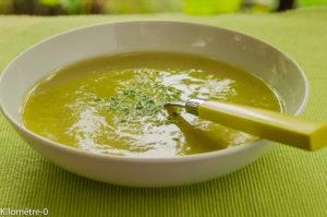 Photo de recette facile, rapide, légère, bio de soupe asperges vertes et chou fleur de Kilomètre-0, blog de cuisine réalisée à partir de produits locaux et issus de circuits courts