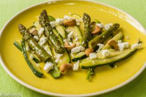 Photo de recette facile, rapide, légère, bio de salade courgettes asperges vertes fêta noix de cajou de  Kilomètre-0, blog de cuisine réalisée à partir de produits locaux et issus de circuits courts
