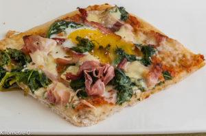 Photo de recette de pizza florentine de Kilomètre-0, blog de cuisine réalisée à partir de produits locaux et issus de circuits courts