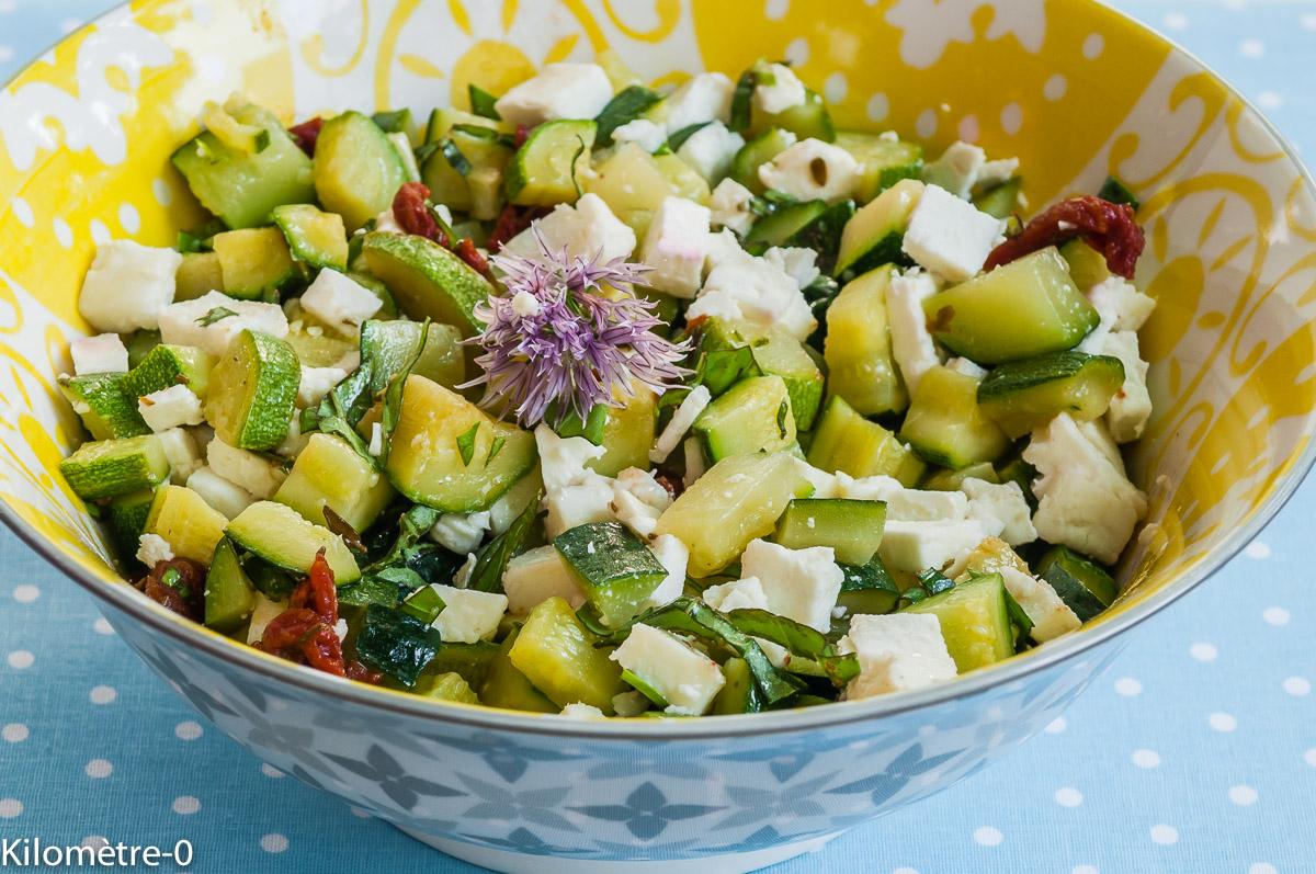 Photo de recette de salade courgettes fêta tomates confites de Kilomètre-0, blog de cuisine réalisée à partir de produits locaux et issus de circuits courts