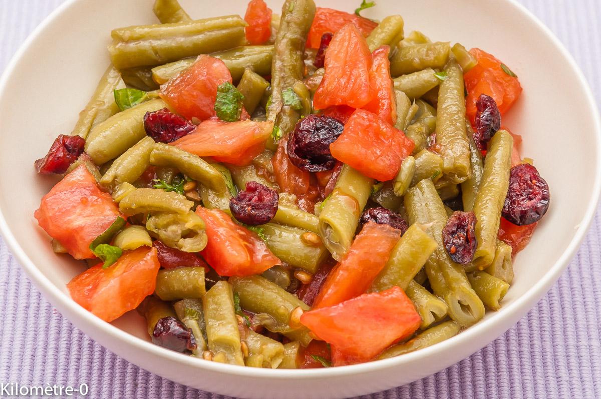 Photo de recette de salade tomate haricots verts canneberge menthe facile légère été rapide de Kilomètre-0, blog de cuisine réalisée à partir de produits locaux et issus de circuits courts