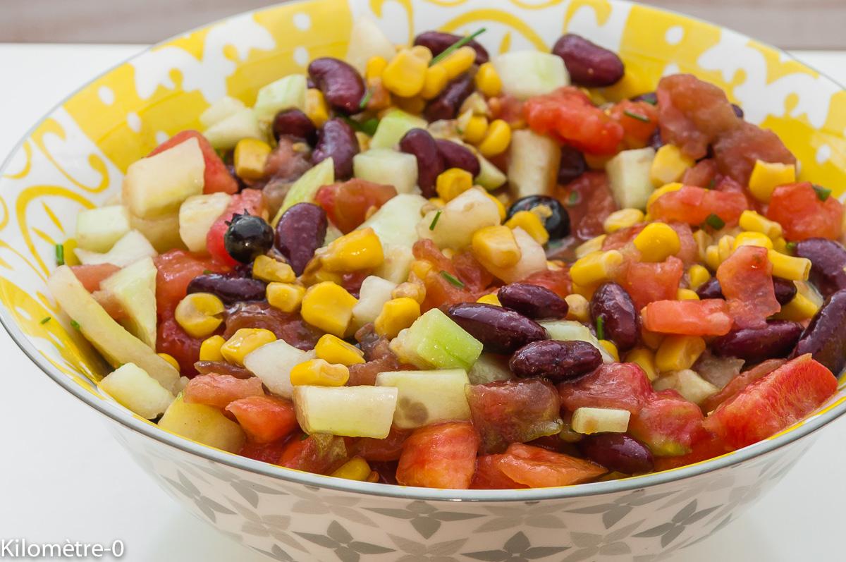 Photo de recette de salade végétarienne  tomates, concombre, haricots rouges, maïs, facile, rapide, léger, été de Kilomètre-0, blog de cuisine réalisée à partir de produits locaux et issus de circuits courts