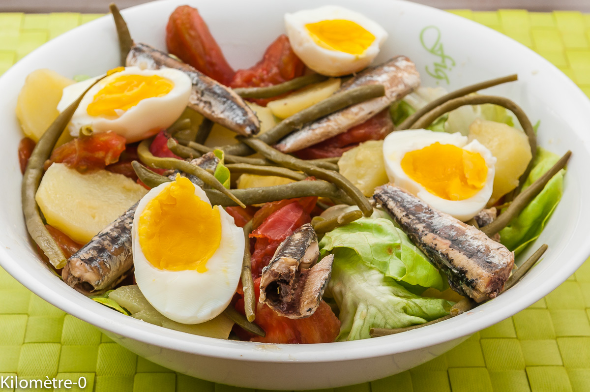 Photo de recette de  salade facile, légère, pommes de terre, tomate, oeuf, anchois, haricots verts deKilomètre-0, blog de cuisine réalisée à partir de produits locaux et issus de circuits courts