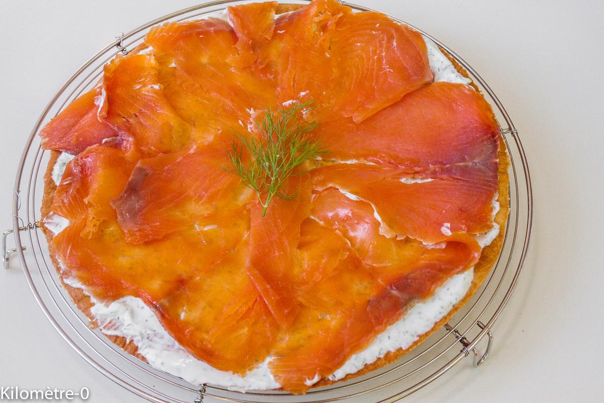 Photo de recette de tarte fine de saumon aux fines herbes et fromage frais léger, rapide, facile de Kilomètre-0, blog de cuisine réalisée à partir de produits locaux et issus de circuits courts