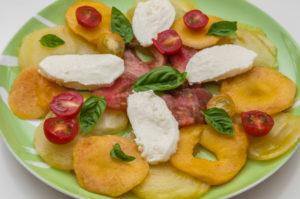 Photo de recette de salade de tomates anciennes aux nectarines facile, rapide, léger deKilomètre-0, blog de cuisine réalisée à partir de produits locaux et issus de circuits courts