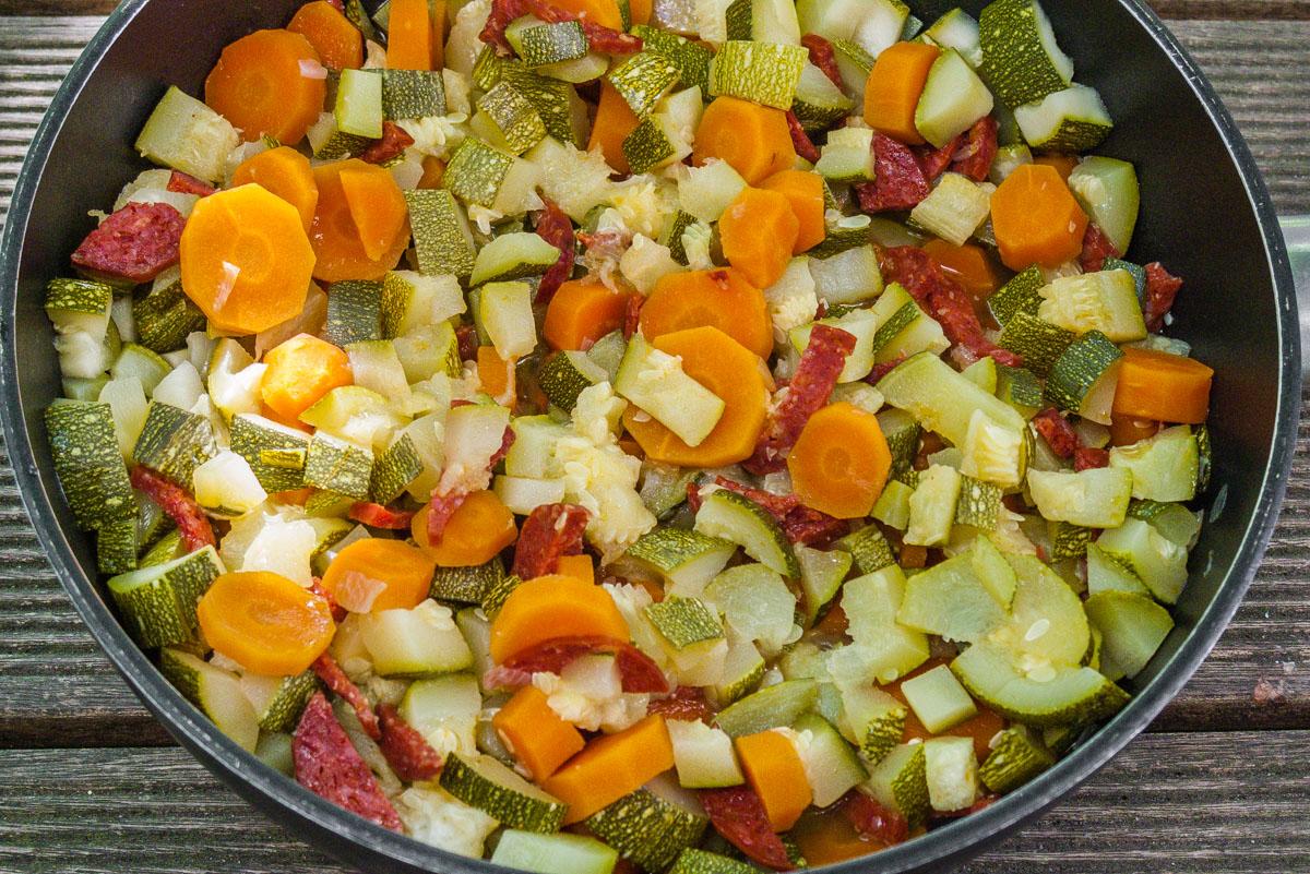 Photo de recette de poelée courgettes, carottes, chorizo parmesan facile, rapide, léger de Kilomètre-0, blog de cuisine réalisée à partir de produits locaux et issus de circuits courts