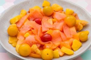 Photo de recette de salade de melon, saumon fumé, tomates cerises, nectarines de Kilomètre-0, blog de cuisine réalisée à partir de produits locaux et issus de circuits courts
