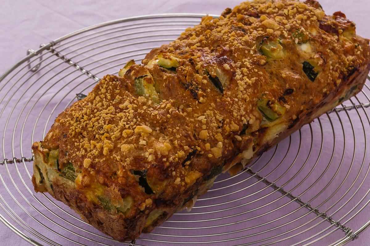Photo de recette de cake salé apéro courgettes, chorizo, fêta de Kilomètre-0, blog de cuisine réalisée à partir de produits locaux et issus de circuits courts