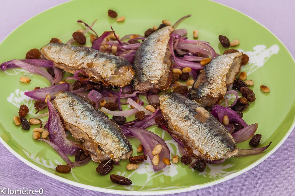 Photo de recette de sardines aux oignons rouges, raisins secs et pignons facile, rapide, léger de Kilomètre-0, blog de cuisine réalisée à partir de produits locaux et issus de circuits courts