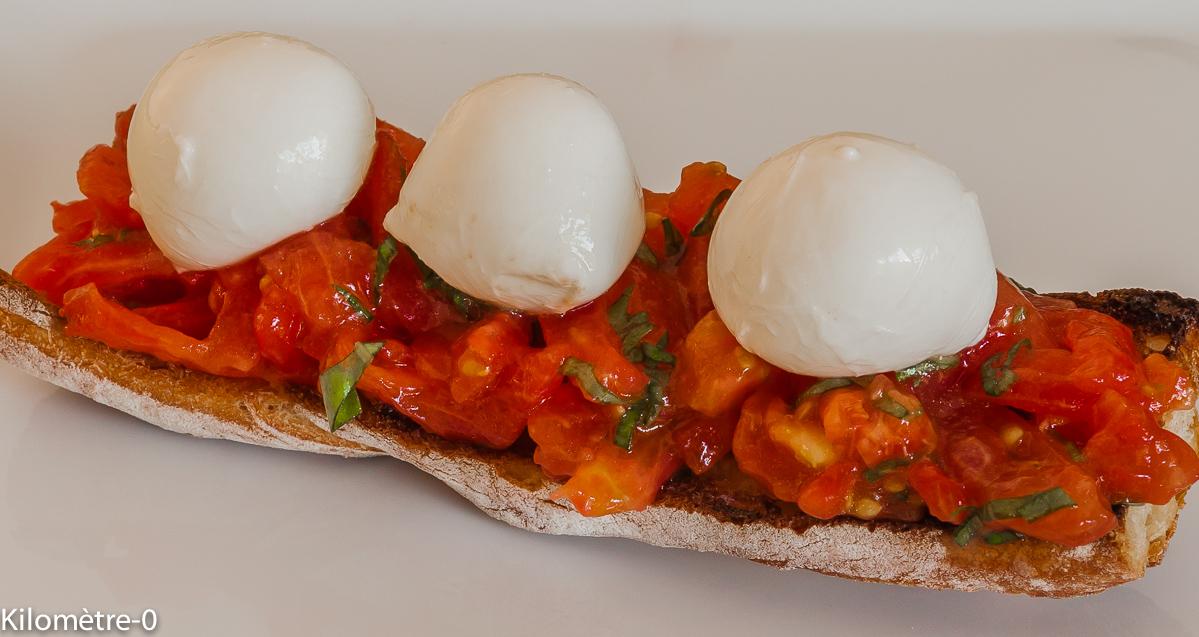 Photo de recette de bruschetta facile rapide léger tomates basilic de Kilomètre-0, blog de cuisine réalisée à partir de produits locaux et issus de circuits courts