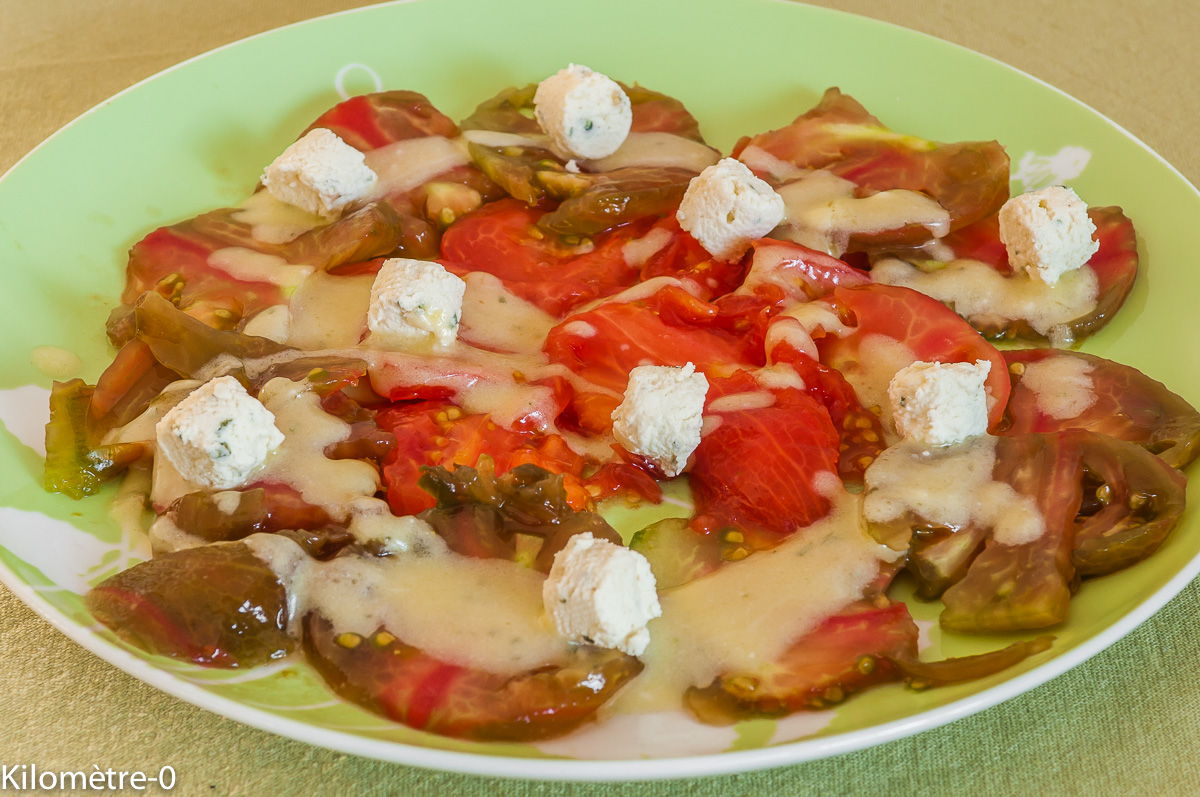 Photo de recette de salade tomates boursin facile, rapide, économique de  Kilomètre-0, blog de cuisine réalisée à partir de produits locaux et issus de circuits courts