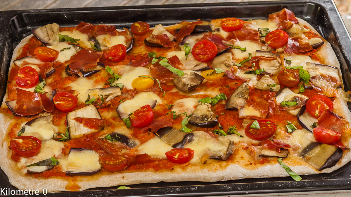 Photo de recette de pizza jambon aubergine, mozza facile rapide, léger économique deKilomètre-0, blog de cuisine réalisée à partir de produits locaux et issus de circuits courts