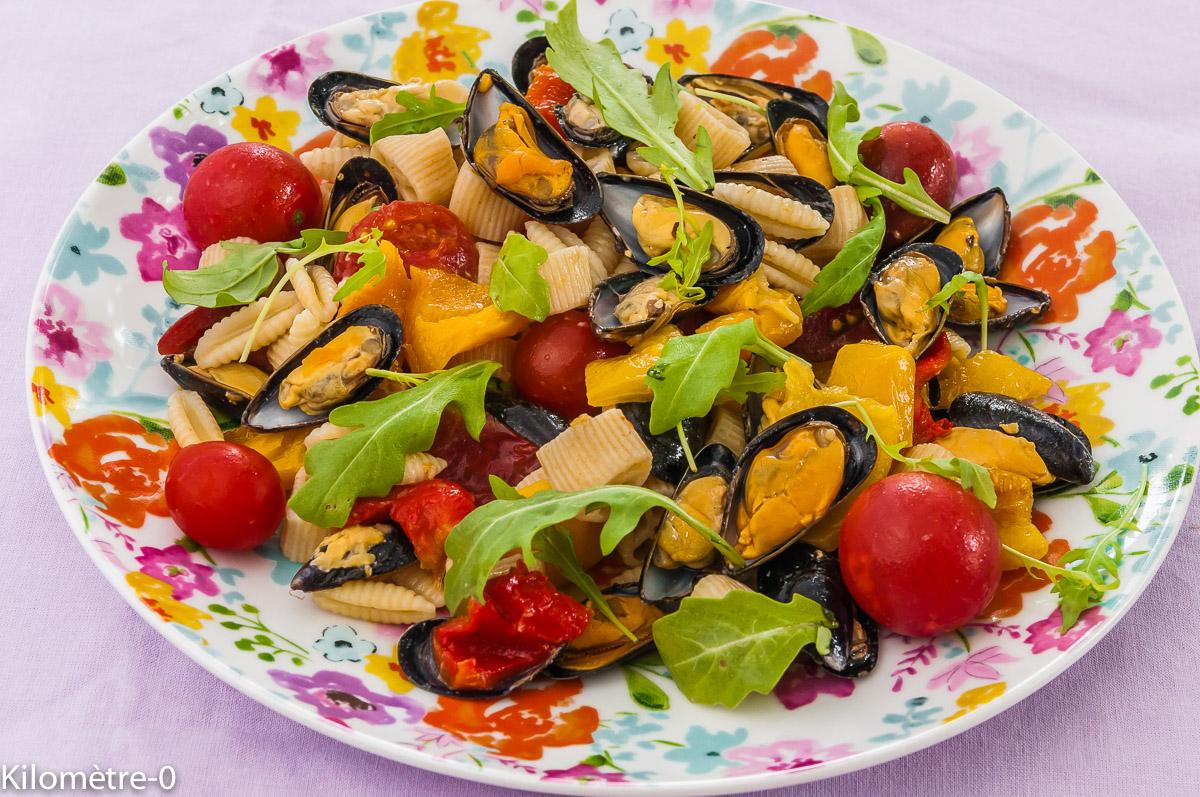 Photo de recette de salade de pâtes, moules, roquette, poivrons grillés, facile, rapide, économique de  Kilomètre-0, blog de cuisine réalisée à partir de produits locaux et issus de circuits courts