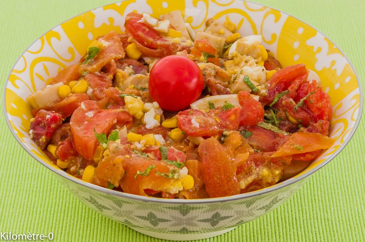 Photo de recette de salade tomates saumon fumé, coeur de palmier, maïs, menthe, facile, rapide, oeuf, léger de  Kilomètre-0, blog de cuisine réalisée à partir de produits locaux et issus de circuits courts