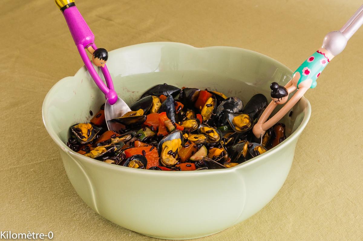 Photo de recette de salade, riz noir, moules, poivrons, carotte, courgette, facile, rapide, léger, bio de Kilomètre-0, blog de cuisine réalisée à partir de produits locaux et issus de circuits courts