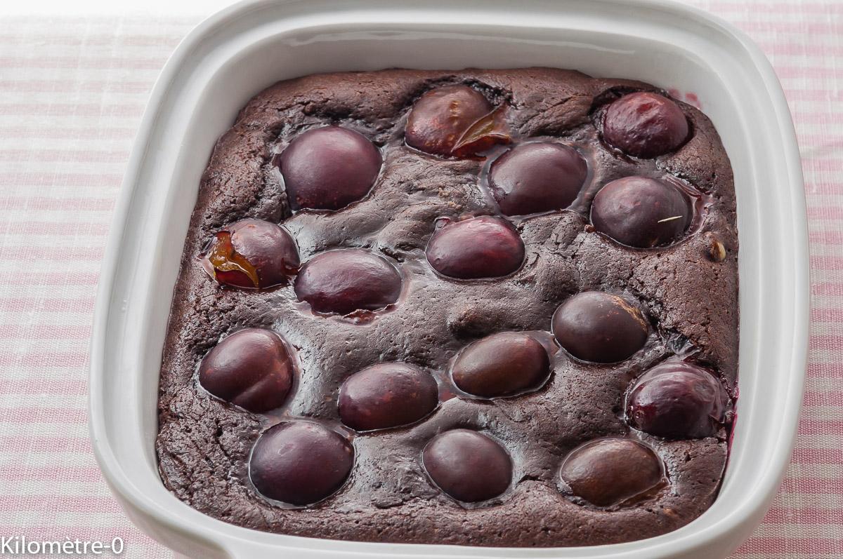 Photo de recette de moelleux au chocolat et prunes, bio, léger, facile, rapide deKilomètre-0, blog de cuisine réalisée à partir de produits locaux et issus de circuits courts