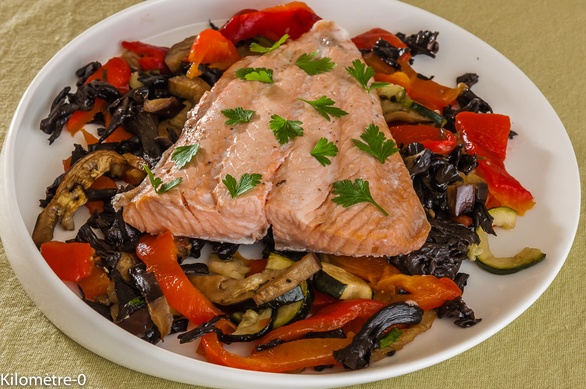 Photo de recette de  saumon aux légumes champignons, trompette de la mort, four vapeur, facile, rapide, léger deKilomètre-0, blog de cuisine réalisée à partir de produits locaux et issus de circuits courts