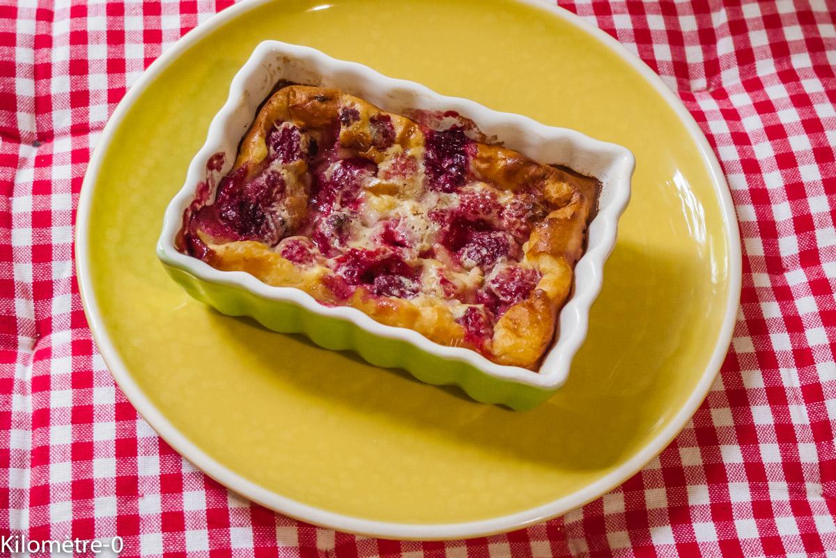 Photo de recette de clafoutis aux framboises facile, rapide, léger, bio de Kilomètre-0, blog de cuisine réalisée à partir de produits locaux et issus de circuits courts