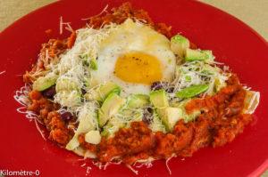 Photo de recette de Kilomètre-0, recette du Honduras, huevos rancheros, Amérique centrale, oeuf, avocat, végétarien,