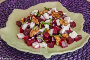 Photo de recette de salade composée, betterave rouge, cuite, facile rapide, léger, fêta, noix, mâche, Kilomètre-0, blog de cuisine réalisée à partir de produits locaux et issus de circuits courts